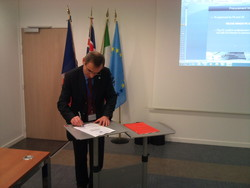 OCCAR-EA Director signing the procurement strategy for FR/UK MMCM