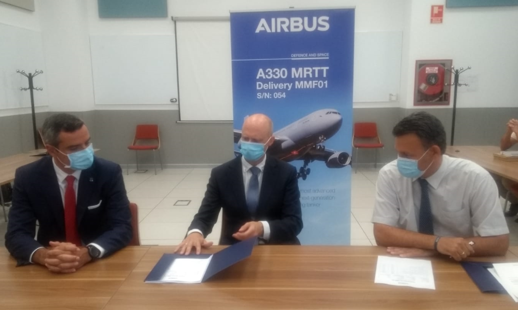 Under the watchful gaze of Angel SAIZ-PADILLA (NSPA) and OCCAR Flight Engineer Ido KOETSIER Mr Rodrigo CAMINERO (Airbus DS) signed the required documents in Getafe/Spain