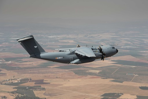 image of the first spanish a400m in flight.