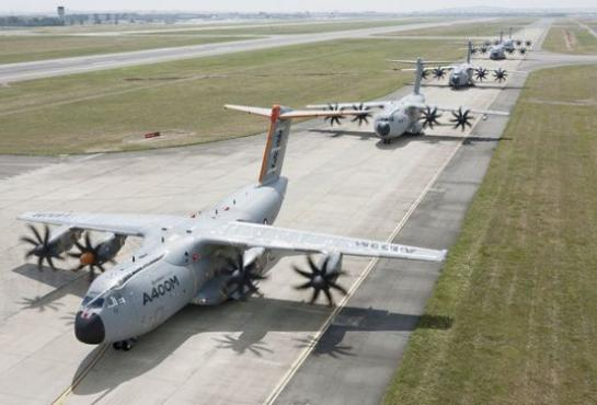 "Five A400M ""Grizzlies"" take to the Air !"