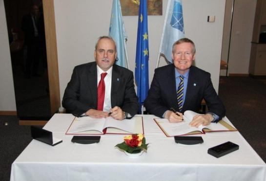 Mr Mike Lyden, NSPA General Manager, and Mr Tim Rowntree, OCCAR Director, signing the Cooperation Agreement