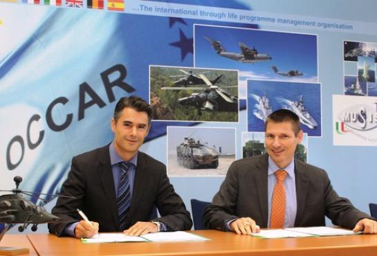 Marc-Olivier Sabourin (CAE Elektronik GmbH) and David Colliquet(OCCAR-EA TIGER Programme Manager) signing the Contract