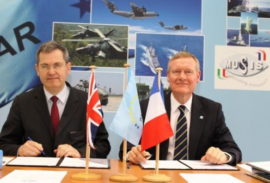 image of Mr. Beniot Plantier, Thales Underwater Systems Chief Executive Officer, and Mr. Tim Rowntree, OCCAR Director, signing the MMCM contract