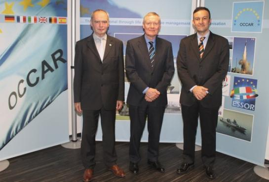 image of Michel Vigneras (CEO EUROSAM), Tim Rowntree (OCCAR Director) and Fulvio Bellassai (OCCAR FSAF-PAAMS Programme Manager)